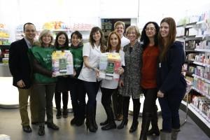 Part de l'equip del Banc Farmacèutic a la farmàcia Puig de Dou de Barcelona