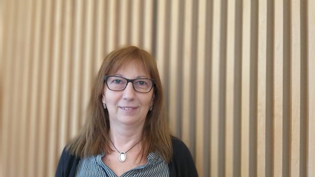Conociendo a… Ruth Escutia, Administración